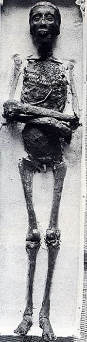 8ba5fd27cda772cdafd58845513979ea--egyptian-mummies-egyptian-art